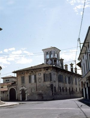 Palazzo Mondella angolo Via Piave #gheditiaccoglie  #percorsighedesi