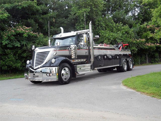 INTERNATIONAL LoneStar tow truck----- oh I WANT, I WANT, I WANT! My boys wouldn't be Allowed to have this tow truck!