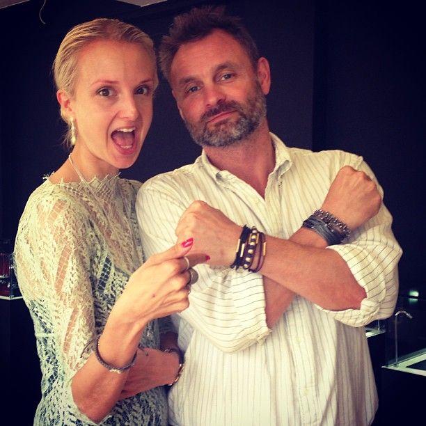 Claus Elming er også super cool med armbånd - han gi'r den gas med mange på én gang og får dermed et super råt look til den pæne skjorte. Priser fra 549 kr.