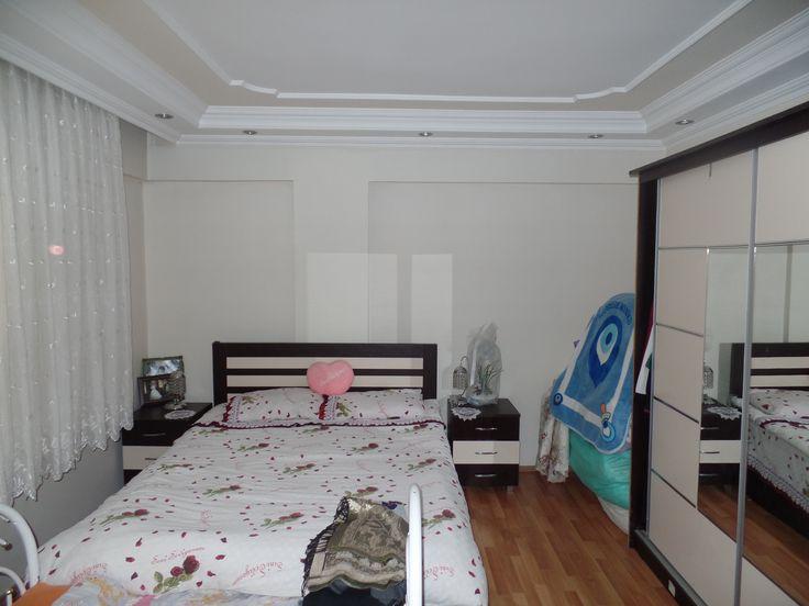 Balkonu bulunan yatak odası  Daha fazla bilgi için; Mustafa ELGÜN Gayrimenkul Yatırım Danışmanı Gümüş Gayrimenkul Yatırım Danışmalığı Hizmetleri Ofisi 0543 726 1708