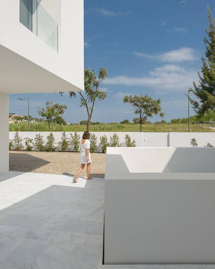Between Two White Walls | Corpo Atelier  Ricardo Oliveira Alves  #architecture #architecturephotography #architecturephotography #archdaily #architecturelovers #white #portugal #corpoatelier #filipepaixão #sky #house #paradise #portugal #madeinportugal #pure #minimalism #portuguesearchitecture #portuguesephotographer #style #sun