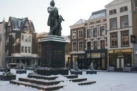 Scheffersplein: Het plein vernoemd naar Arie Scheffer met in het midden het monument van Arie Scheffer