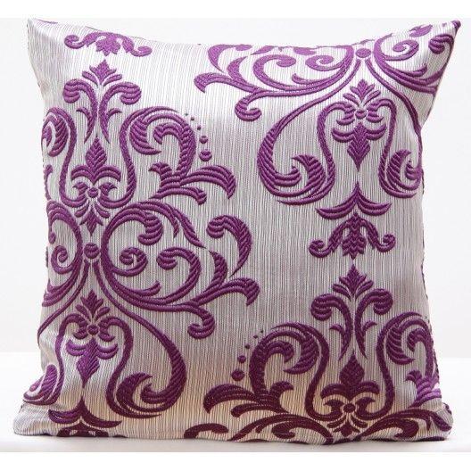 Ozdobná obliečka na vankúš s fialovým ornamentom