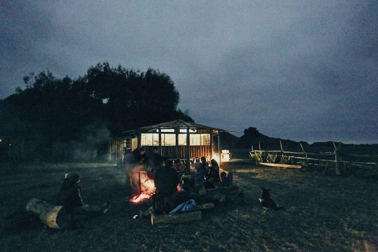 Around the campfire with the Cushe team in Chile! #cushechile #cusheus #photography #lifestylephotography