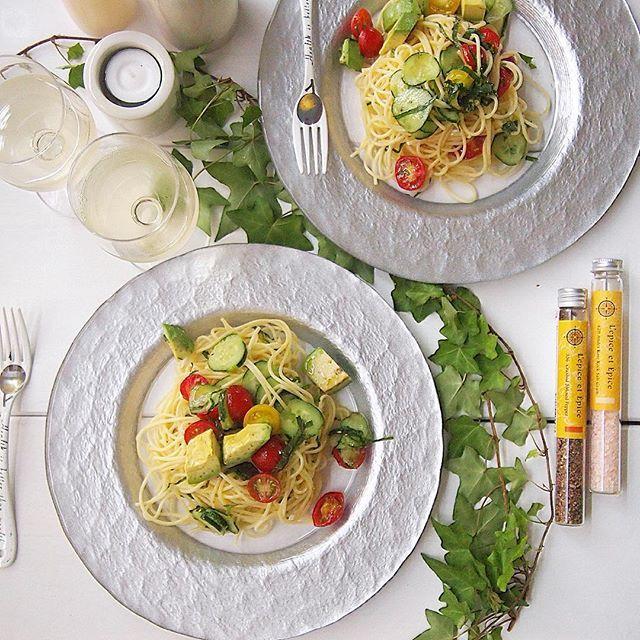 ・ 夕食は #冷製パスタ ・ ドライトマト使うつもりで冷製パスタにしよ〜って考えてたけどやっぱりまだ我慢の子でもう少し漬けておくことにしたー ・ で、まだまだたくさんあるフレッシュトマトを使ったよぉ〜 ・ 盛り付け下手っぴ ・ ・ #夕ご飯 #夕食 #おうちごはん #テーブルフォト #パスタ #pasta #生パスタ ・ ・ ……………………………⑅◡̈* #主婦カメラ#ライフスタイル #暮らし#日々#日常#食卓#料理写真#オリンパスペン#うちカフェ#おうちカフェ ・
