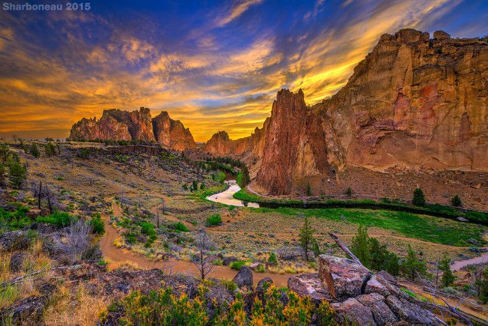 Smith Rock State Park (Oregon) is an amazing destination for rock climbers and nature lovers alike.