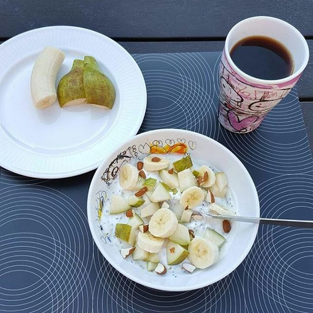 Goodmorning! Power breakfast 😁 Credits to @lus83 #poulpava #breakfast #healthy #coffee #powerbreakfast #fruit #instafood #goodmorning