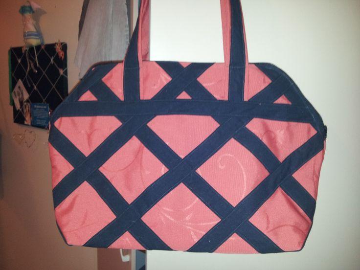Reisebag, laget av en kraftig duk og selvlaget skråbånd av et laken.