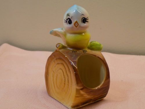 Vintage-Anthropomorphic-Lefton-or-Norcrest-BABY-BLUEBIRD-on-Log-TOOTHPICK-HOLDER