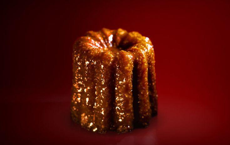 Le cannelé bordelais est l'une des spécialités de #Bordeaux. Ce petit gâteau à la robe caramélisée et au cœur moelleux appartient à notre patrimoine culinaire. Il est parfumé de vanille et de rhum, il tire son nom du moule en cuivre cannelé. #BdxBikeTour #Bordeaux