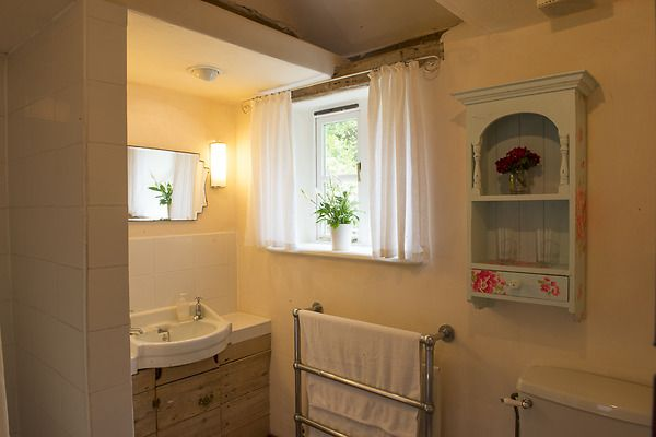 The lovely bathroom at Rose Cottage