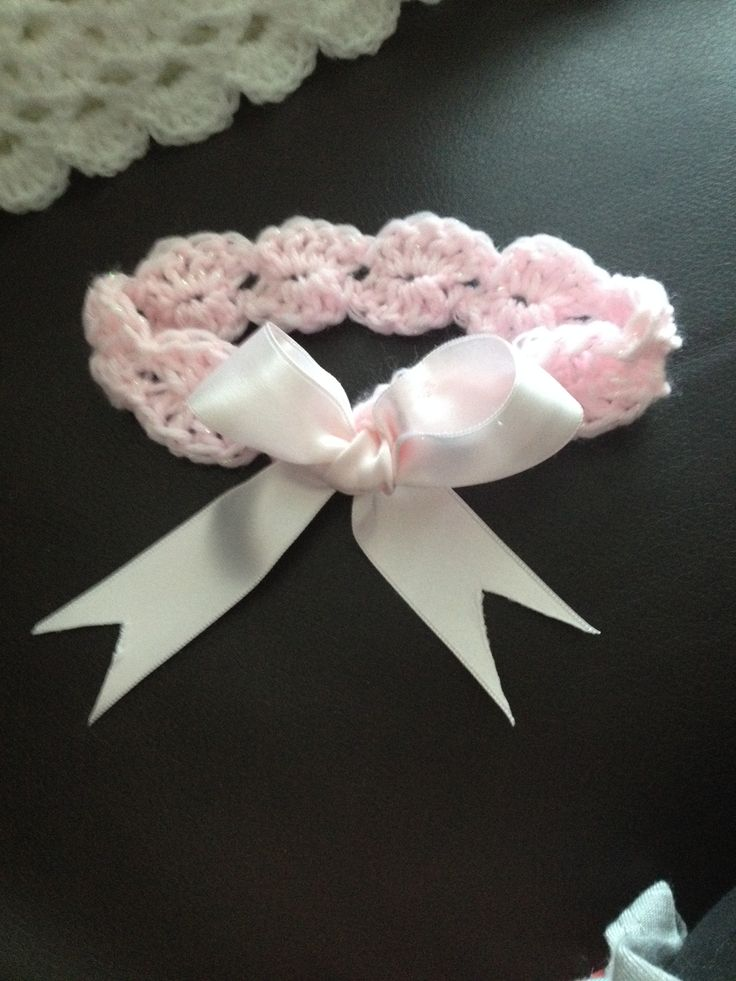 Crochet shell headband with bow