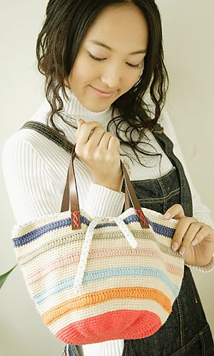 Free pattern for Striped Bucket Bag @ Pierrot: http://gosyo.co.jp/english/pattern/eHTML/ePDF/1109/2w3w4w/27-28-780-CB_Striped_Bucket_Bag.pdf