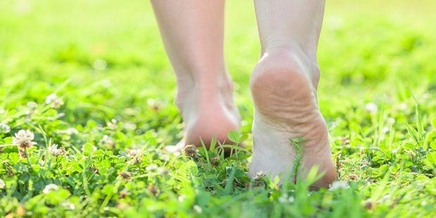 Bei neunmal mehr Frauen als Männern drücken die Schuhe – weil ihre Füße schon krankhaft verformt sind. Hilfe bei Fersensporn bieten moderne Methoden.