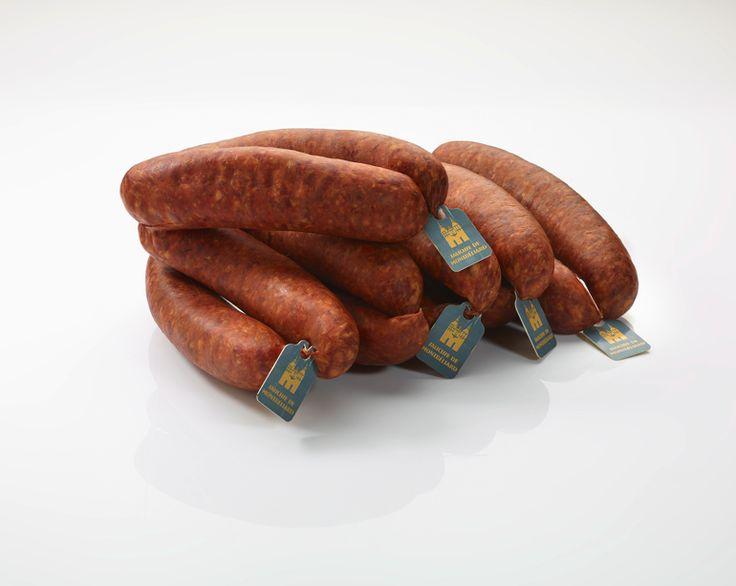 Validée IGP depuis Juillet 2013, la saucisse de Montbéliard est une recette authentique du terroir Franc-Comtois proposée par Les Artcutiers. www.lesartcutiers.com #lesArtcutiers #charcuterie #fabricantcharcuterie #grossistecharcuterie #distributeurcharcuterie #saucissedemontbeliard