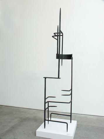 Martín Chirino HERRAMIENTA POÉTICA E INÚTIL (3) 1956 Hierro forjado 186 x 62 x 45 cm