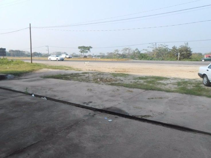 RENTA DE  BODEGAS  CARRETERA AL AEROPUERTO  BODEGA DE 2200 m2 CON PATIO DE MANIOBRAS  OFICINAS ADMINISTRATIVAS, BAÑOS Y ANDEN.