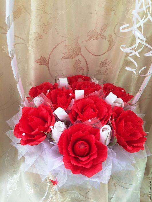 Корзина роз из конфет. Букет из конфет в корзине. Подарок на свадьбу, годовщину свадьбы, подарок подруге. Подарок на день рождения. Подарок. Купить.