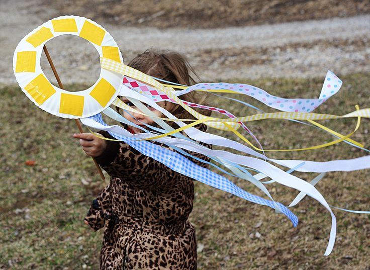 Paper Plate Kite. Tie to string instead of dowel for safety while running.