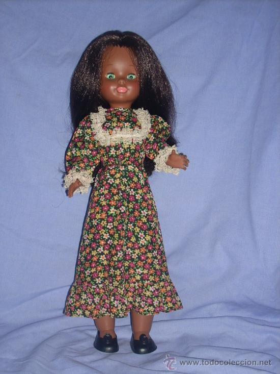 Muñeca Nancy negra, marcada solo Famosa