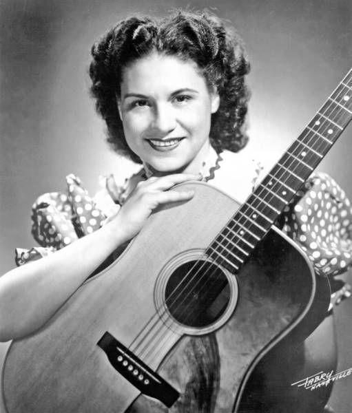 Kitty Wells obituary: Country music star dies at 92