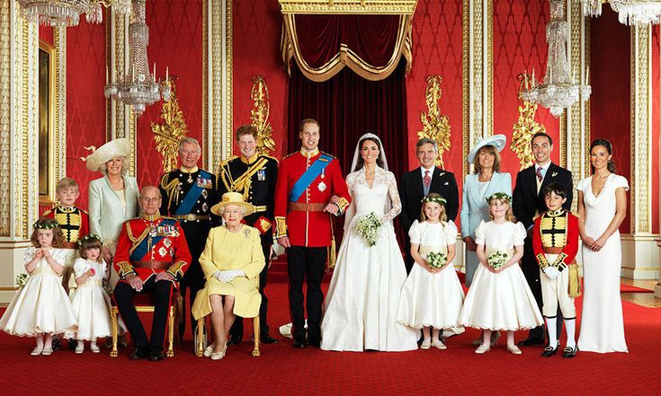 The newlyweds and their wedding party pose for the official portait. Front row, left to right: Grace van Cutsem, Eliza Lopes, Prince Philip Duke of Edinburgh, Queen Elizabeth II, Margarita Armstrong-Jones, Louise Windsor, William Lowther-Pinkerton. Back row, left to right: Tom Pettifer, Camilla Duchess of Cornwall, Prince Charles, Prince Harry, Michael Middleton, Carole Middleton, James Middleton and Pippa Middleton.<br>    Photo: AFP PHOTO/HUGO BURNAND/CLARENCE HOUSE
