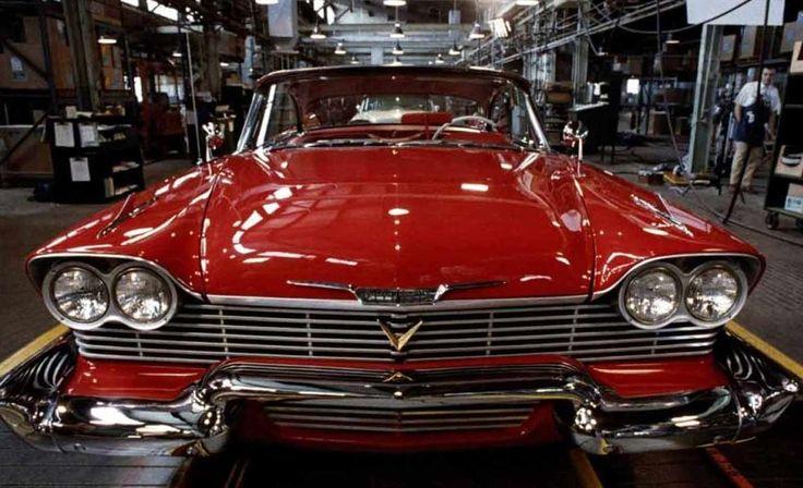 """La mythique De Lorean de """"Retour vers le futur"""", la batmobile et ses différentes versions, l'Interceptor de """"Mad Max"""", la surpuissante Ford Mustang de """"Bullitt""""...Le cinéma et les séries regorgent de voitures cultes et surpuissantes. La preuve."""