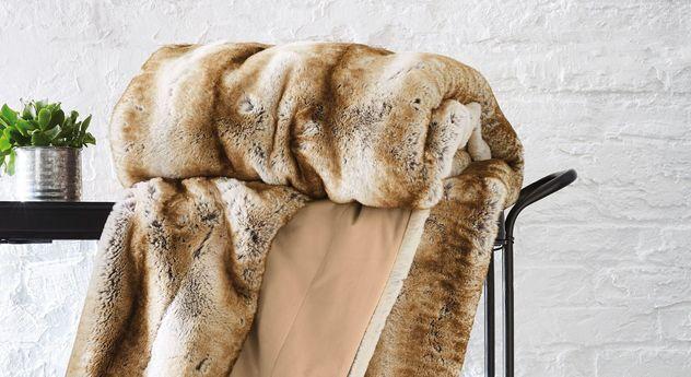 Luxuriöse Felldecke mit kuscheliger Oberfläche. #luxus #kuscheldecke #life #style | Betten.de  https://www.betten.de/hochwertig-felldecke-markenqualitaet-bugatti-wildkatze-braun.html