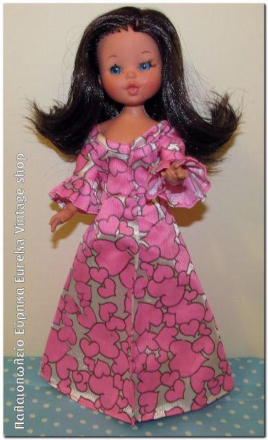 Με το όνομα Lisa Jean η ιταλική εταιρία Furga κυκλοφόρησε το 1977 αυτή την fashion doll. Φοράει μακριά τουαλέτα, εσώρουχο και παπούτσια. Σε πολύ καλή κατάσταση. Ύψος 28εκ,