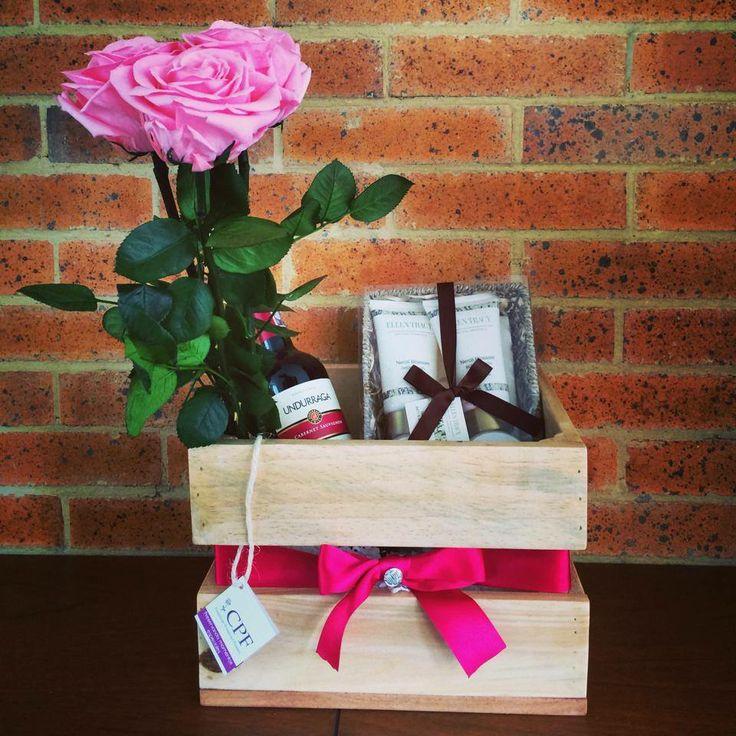 16 best bandejas images on pinterest gift baskets candy for Bandejas de madera