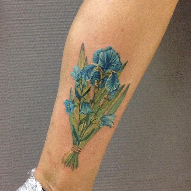 293 отметок «Нравится», 2 комментариев — Zhenya Knyazeva (@knyazevatattoo) в Instagram: «Ирисы ❤️❤️❤️ #татуировка #татуировщики #питер #питерчик #сентябрь #осень #tatts #tattoo #tattos…»