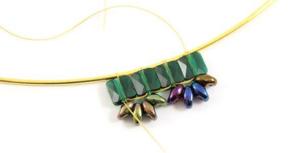 collier émeraude perles mini square Swarovski et Superduo 06