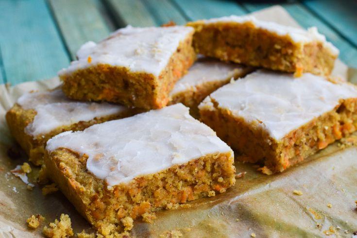 Dieser Low Carb Karottenkuchen - Rüblikuchen - Möhrenkuchen ist so lecker und saftig, dass Du keinen anderen mehr backen möchtest!