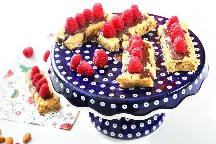 #kruche #ciasteczka orzechowe z malinami. #chocolate #cookies #nuts #bakalland #delektujemy #raspberries