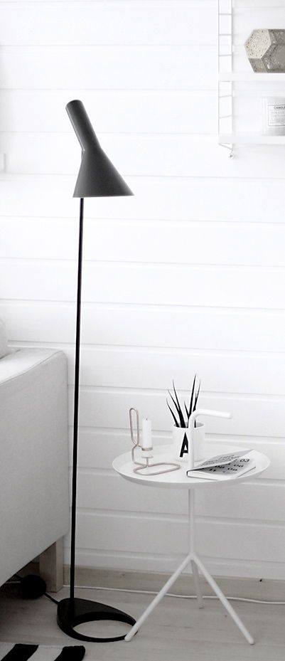 Arne Jacobsen Lamp and DLM Table