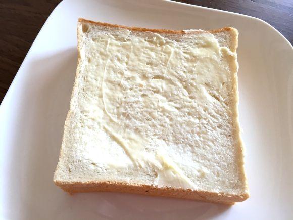 ご飯や麺類と共に、日本の食卓を彩るパン。菓子パンや惣菜パンを含めると途方もない種類があるが、基本中の基本……つまりピッチャーでいうところのストレートは、やはり食 …