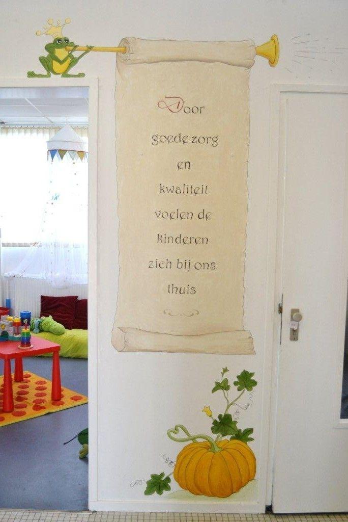 Tekst op perkamentenrol | muurschildering | kinderdagverblijf BSO | www.groeneballon.nl | Den Haag