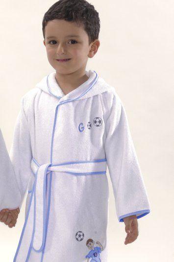 Motiv šikovného fotbalisty v modrém provedení zdobí nádherný dětský župan s kapucí. Je určen pro hochy ve věku 2, 4, 6, 8 a 10 let.