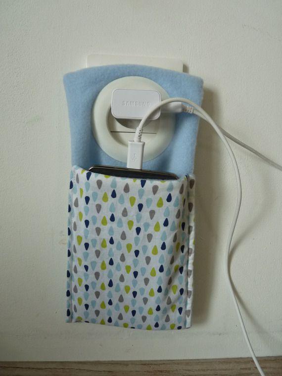 etui/pochette pluie pour recharger son portable
