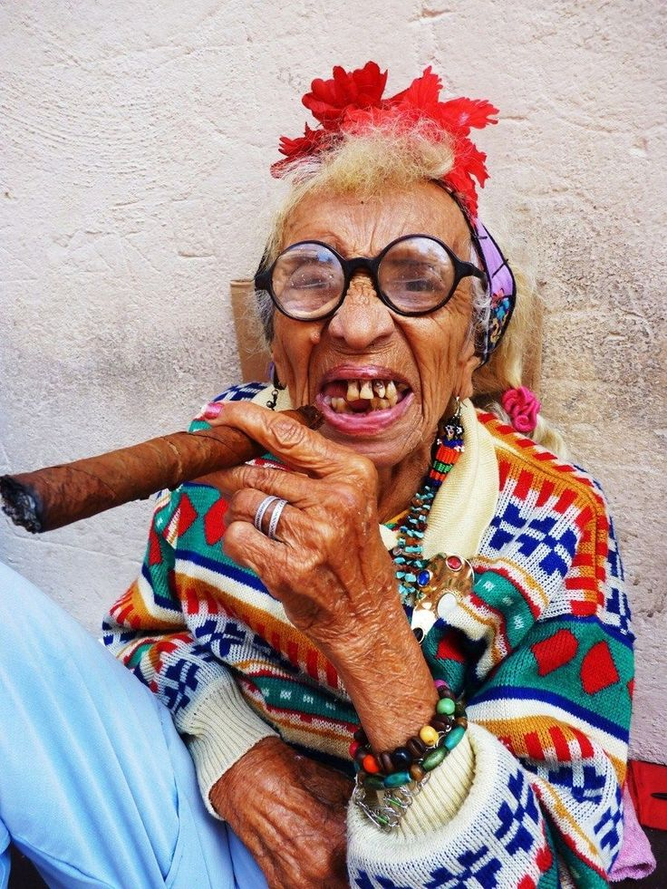 Бабушка картинка смешная