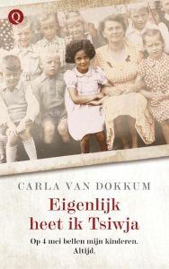 19/ 52  4 mei 2014: Carla van Dokkum post op twitter een foto van haar in Sobibor omgekomen ouders. Het bericht krijgt vierhonderd retweets en wordt honderden keren geliket. Dankzij de ontroerende tweets, steunbetuigingen en opbeurende woorden die blijven komen doorstaat ze voor het eerst een 4 mei herdenking. (blz 12).  https://www.hebban.nl/spot/boeken-met-een-ster/nieuws/eigenlijk-heet-ik-tsiwja-carla-van-dokkum