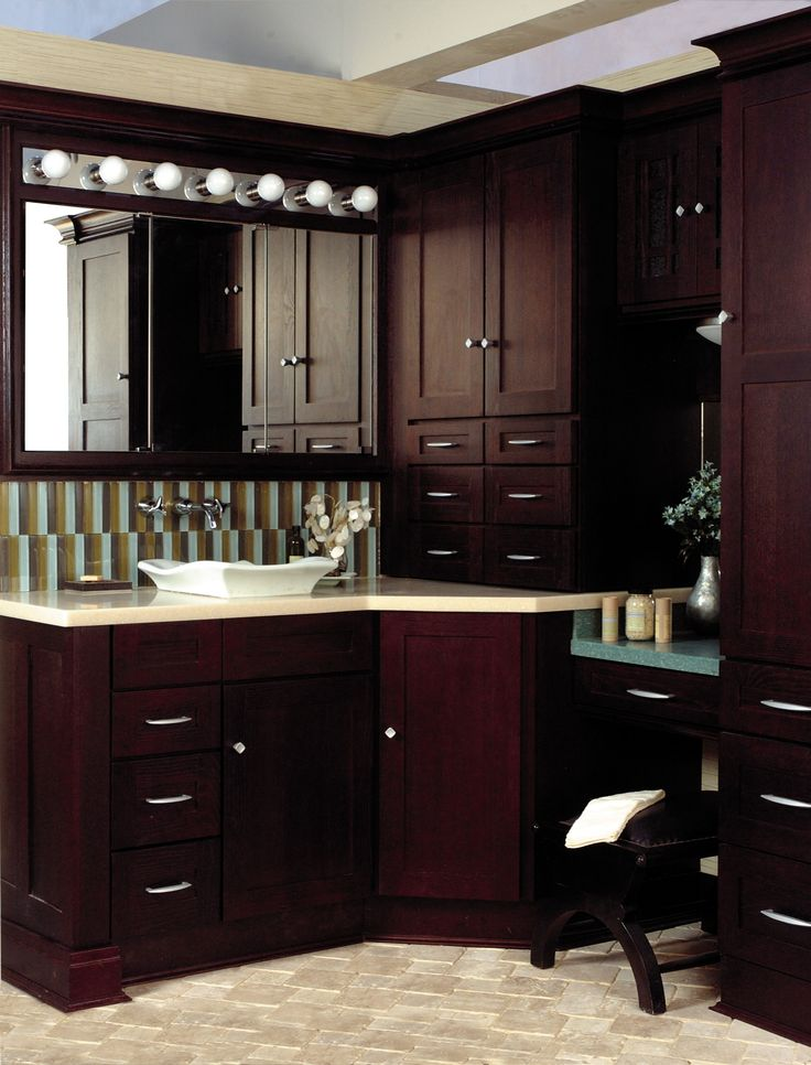 As Leading Cabinet Manufacturers, The Wellborn Family Offers Only The Best  In Cabinetry. Explore Our Kitchen Cabinets, Bathroom Cabinets, Vanities U0026  More.