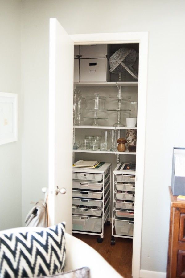 Office Tour With Katie Anderson of Modern Eve (Photography by Matt and Julie Weddings)   theglitterguide.com