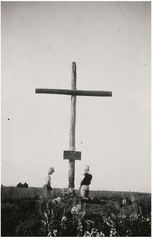 Asten : Het houten kruis bij de boerderij van Frans Maas.