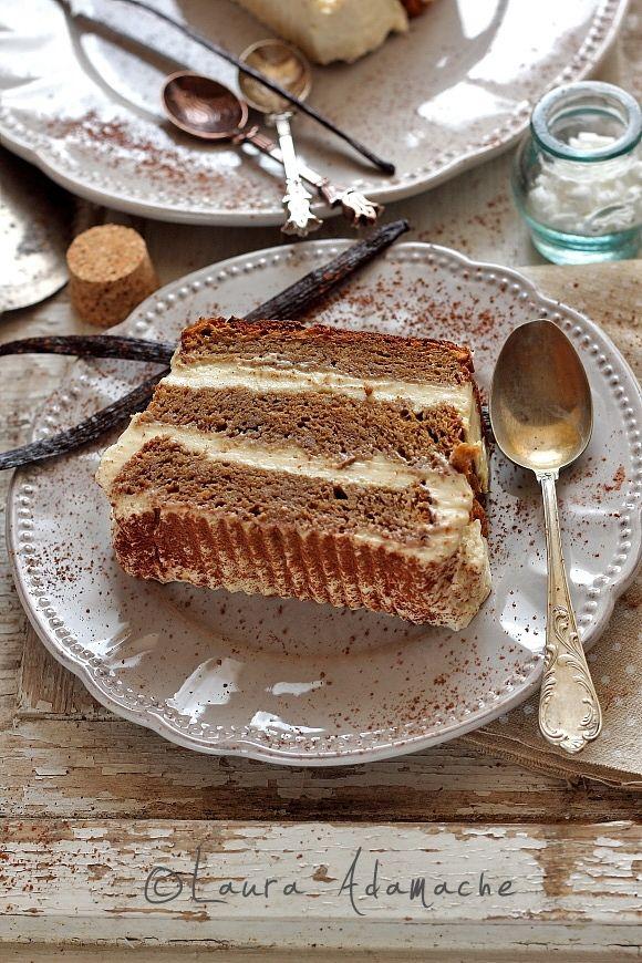 Tortul tiramisù dukan cu crema de vanilie si quark. Va puteti delecta cu acest tiramisù dukan incepand cu faza a doua a dietei, croaziera.