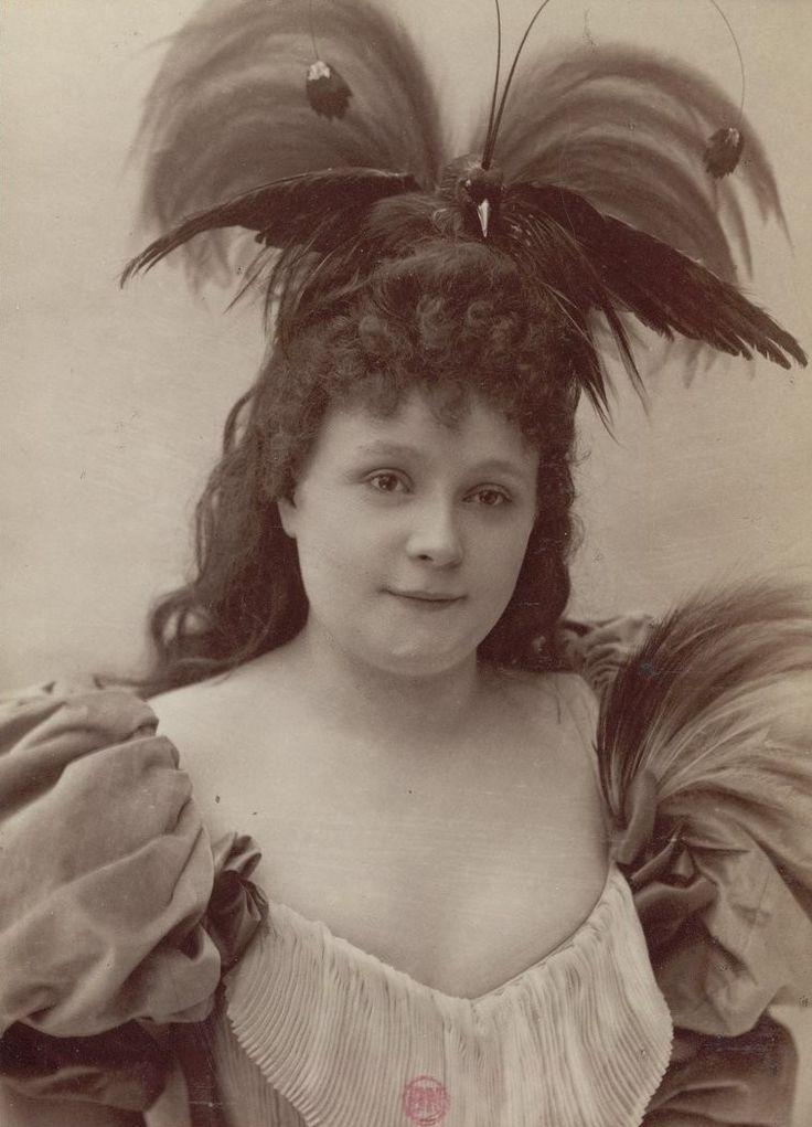 """M[lle] Daume. (Variétés). """"La Rieuse"""" : [photographie, tirage de démonstration]   Atelier Nadar. Photographe   1894 - 1895   National Library of France   Public Domain Marked"""