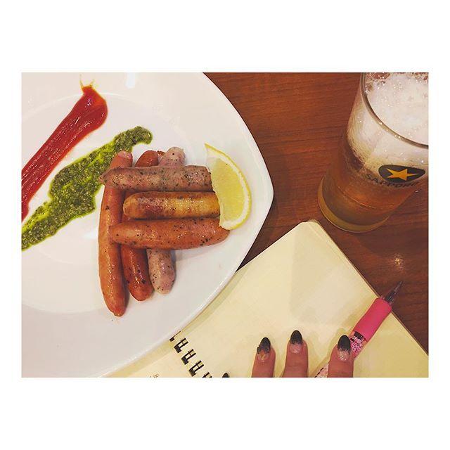 . お疲れビールと 1人反省会!笑 . #beer #alcohol #eat #食 #dinner #ディナー #japan #ビール #飲む #アルコール #夜ご飯 #夜 #おいしい #delicious #幸せ #happy #アルコール #肉 #ソーセージ #saussage #drink #お肉 #お疲れ様でした