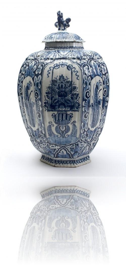 A Blue DelftVase with Cover - Antique Ceramics & Delft Blue. Around 1730 | Van Nie Antiquairs