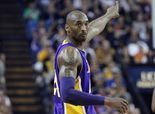 Kobe Bryant, Lakers sign two-year contract extension