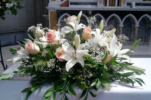 Arreglo floral para la mesa de novios